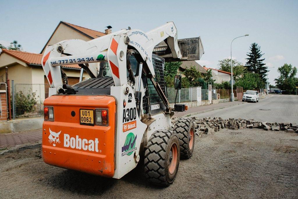 Smykem řízený nakladač BOBCAT A300 | MV Přeprava – nákladní přeprava, demoliční práce, zemní práce, zpracování odpadu