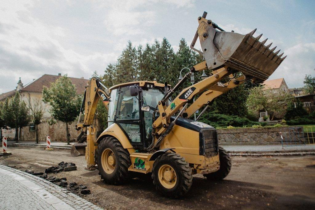 Traktobagr CAT 432 E | MV Přeprava – nákladní přeprava, demoliční práce, zemní práce, zpracování odpadu